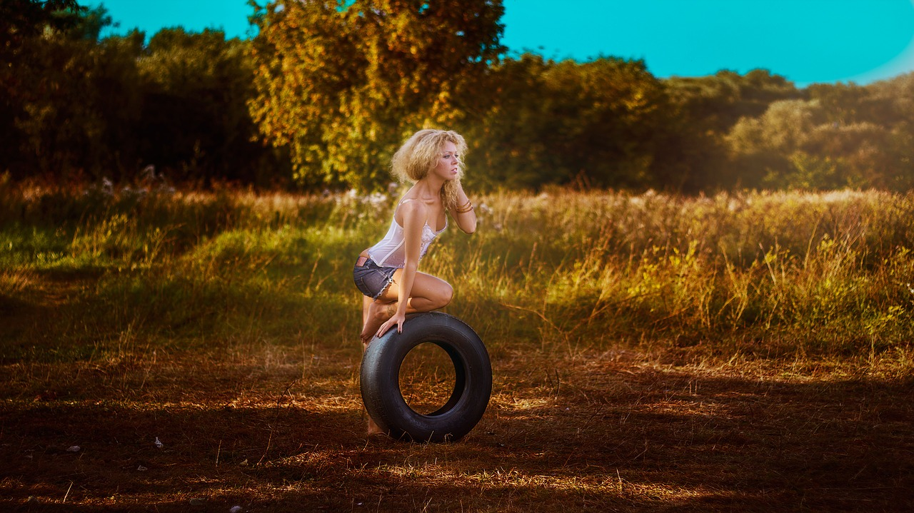girl with a wheel 1744077 1280